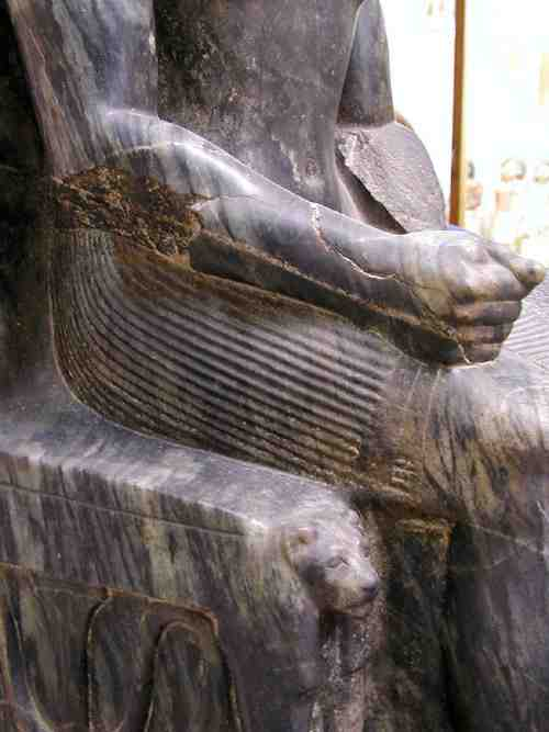 This image has an empty alt attribute; its file name is Khafre_Statue_3.jpg